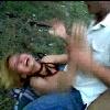 Blondine gefesselt