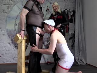 Sklavenschwanz geblasen
